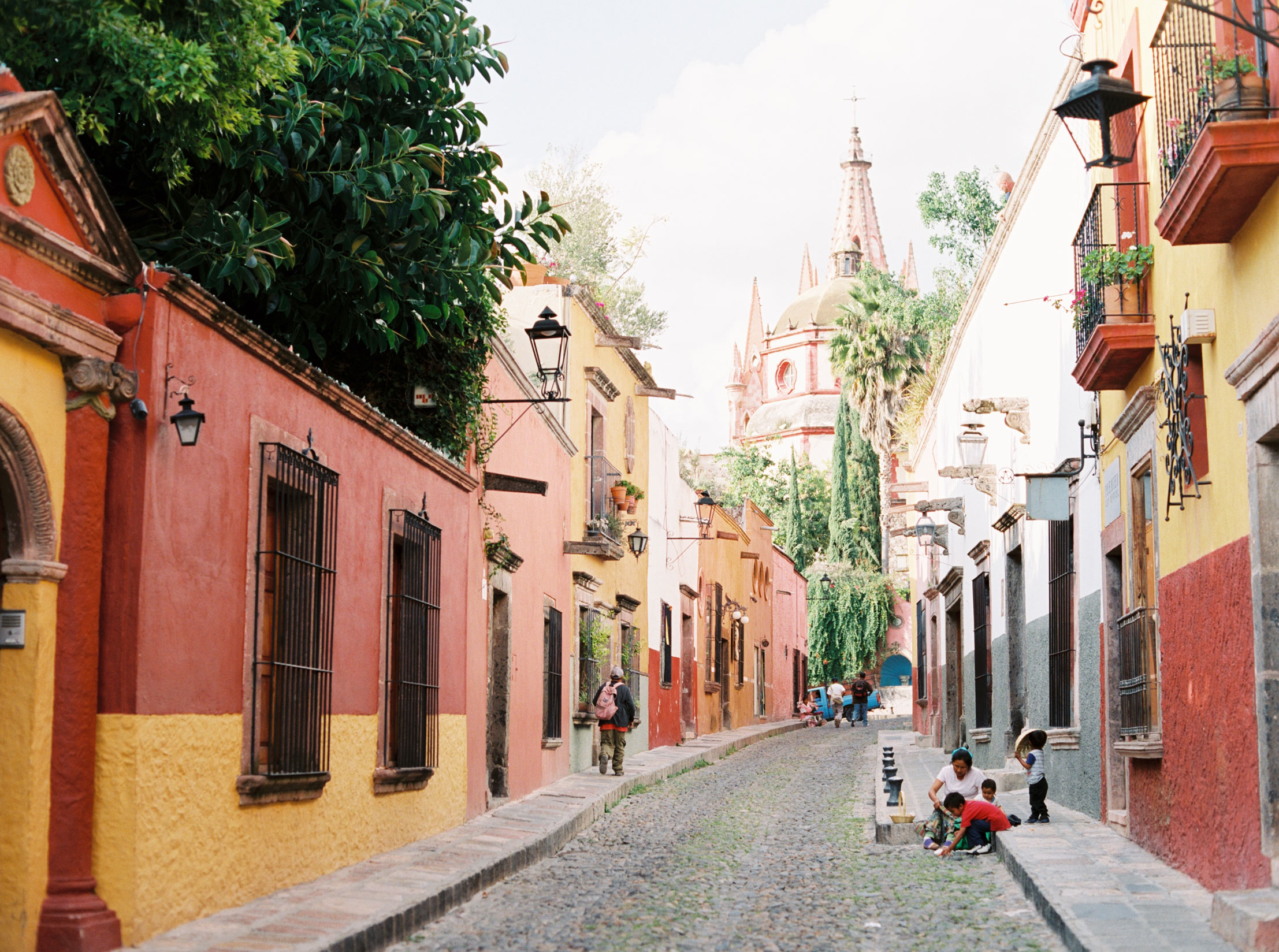 San Miguel de Allende colorful streets by Shannon Skloss Photography